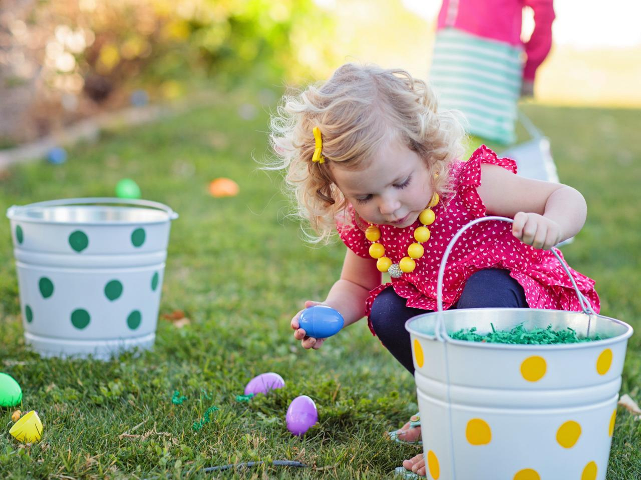One of the most exciting parts of Easter Sunday is the anticipated Easter Egg Hunt. Easter Egg Hunts are a tradition I know many families cherish every Easter time. Here are some of my favourite Easter Egg Hunt tips.