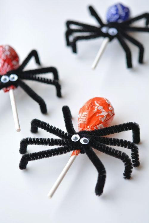 Here I have some fun and quirky ways of decorating the front of your house this Halloween and some delicious treat ideas for a fun DIY Halloween party.