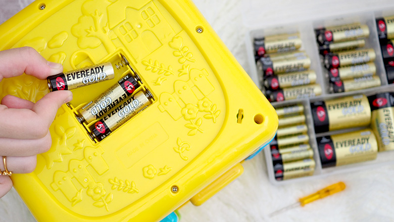 How to organise and declutter your batteries