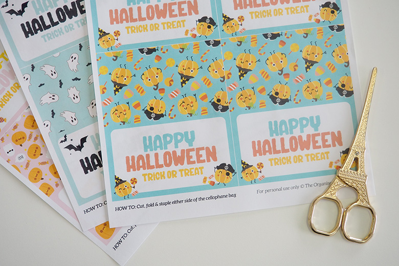 Use these fun and spooky Halloween Bag Toppers for Treats and Lollies for the kids to give their friends at school or to share with others in the neighbourhood.
