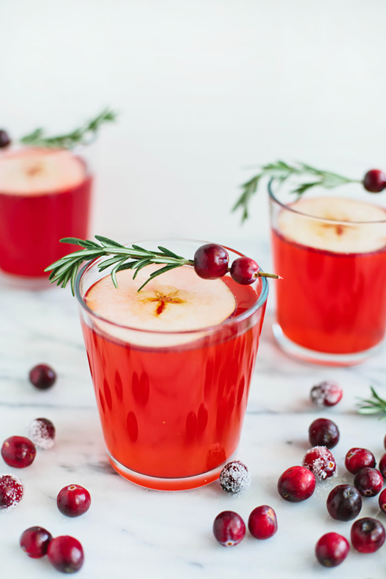 Drinks are so important on Christmas Day. You have to be ready to accommodate everyone, and sometimes inspiration can run low when it comes to being creative with your drinks. Here are some delicious Christmas drink recipes that I found and wanted to share with you!