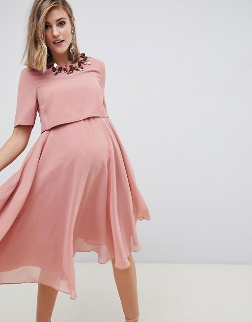The festive season is almost upon us! Whether you're attending a casual lunch, dressy dinner or something in between, I've got Christmas outfit ideas for all occasions.