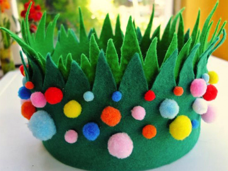 Do you need some Easter bonnet ideas and hat inspiration for your kids Easter Parade? I've got a huge collection of ways to decorate Easter hats for both boys and girls of all ages!