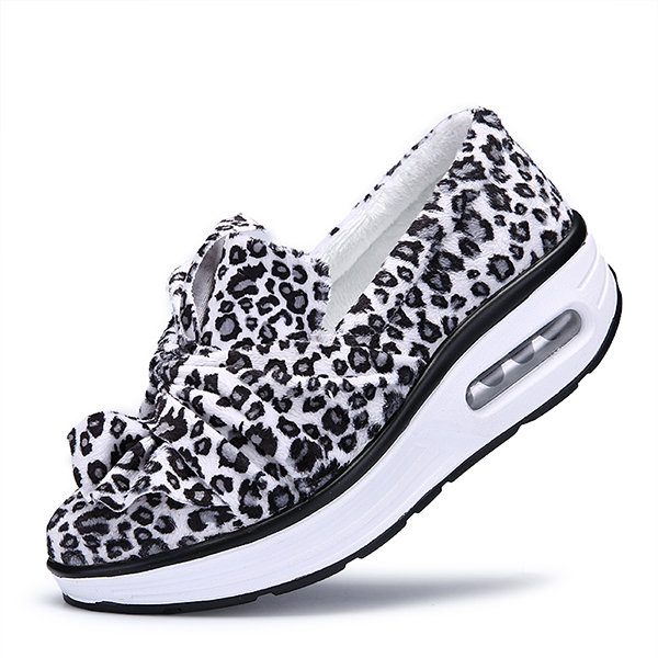 The more animal prints I wear, the more I like them. From shoes to belts, dresses, tops and scarves, there isn't much you can't get in this popular women's fashion craze!
