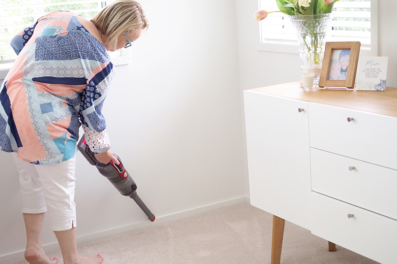 how to clean skirting boards