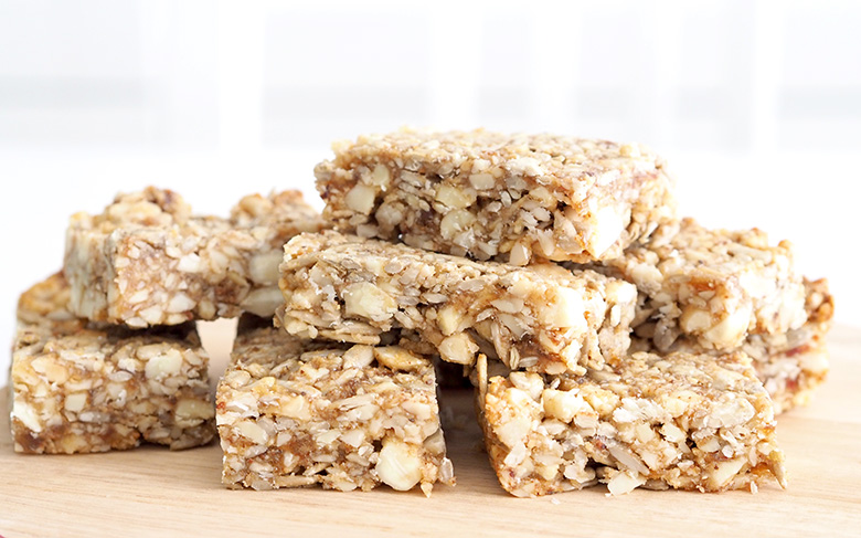 Healthy and quick healthy almond bar
