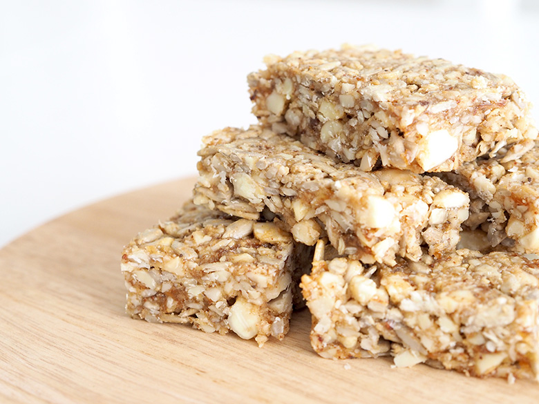 Almond and honey muesli bar recipe idea