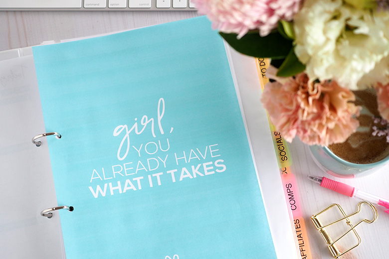 Motivational blog planner for bloggers