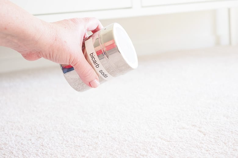 clean carpets with no chemicals using bicarb soda