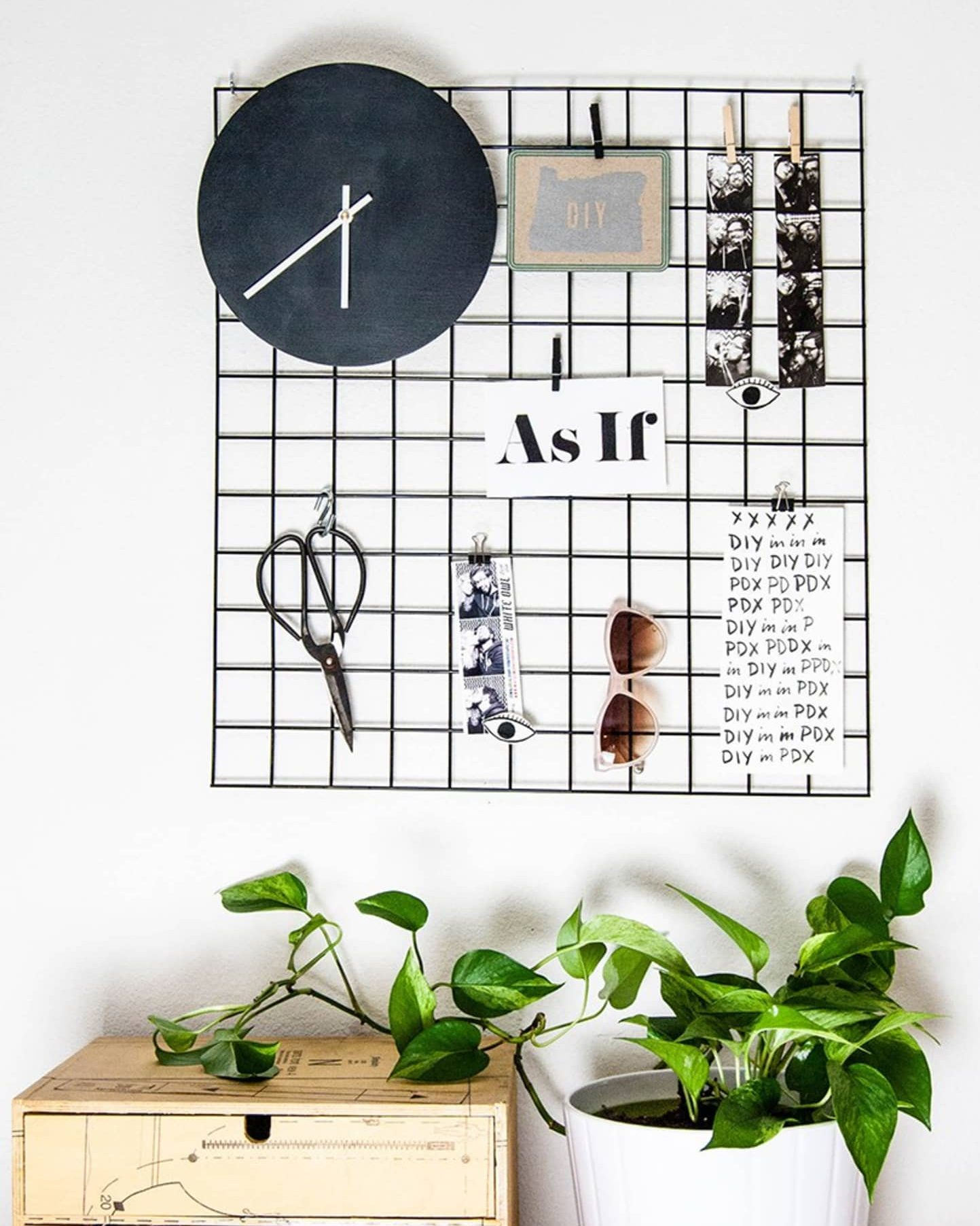 Mesh grid metal noteboard idea for office