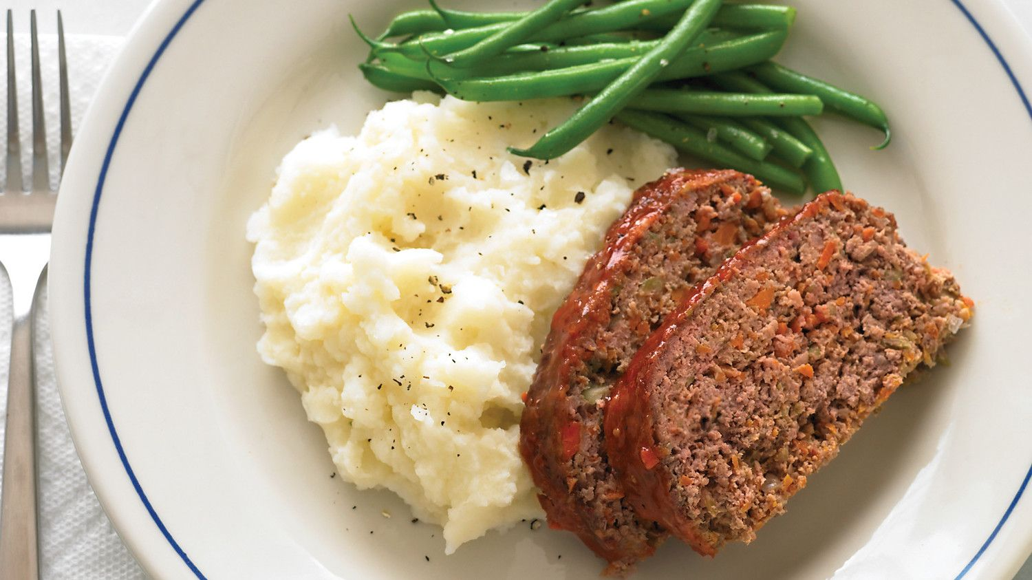 Meatloaf with beans and mashed potato