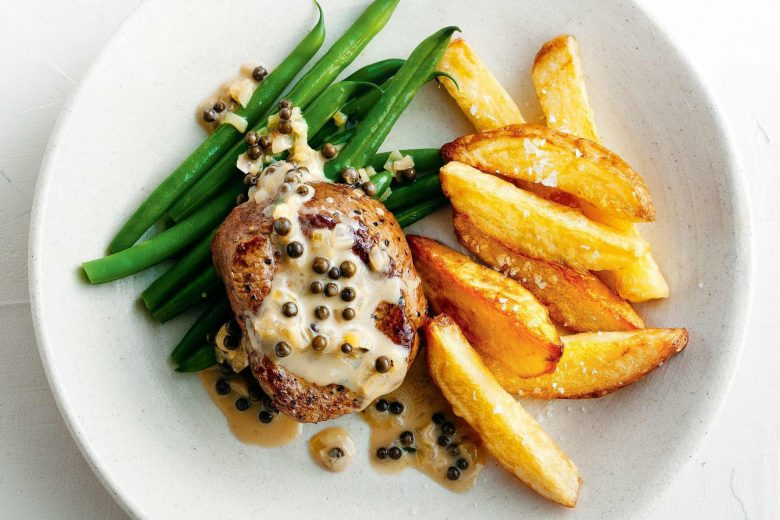 Pepper sauce steak with oven chips