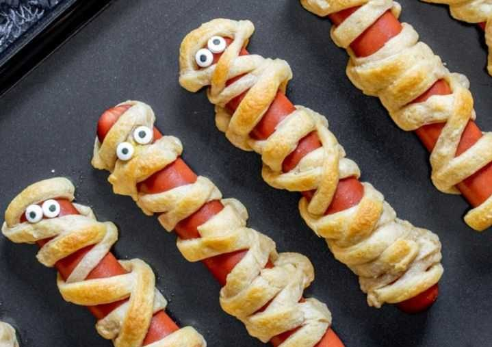 Hot dog Halloween mummy treats for the kids