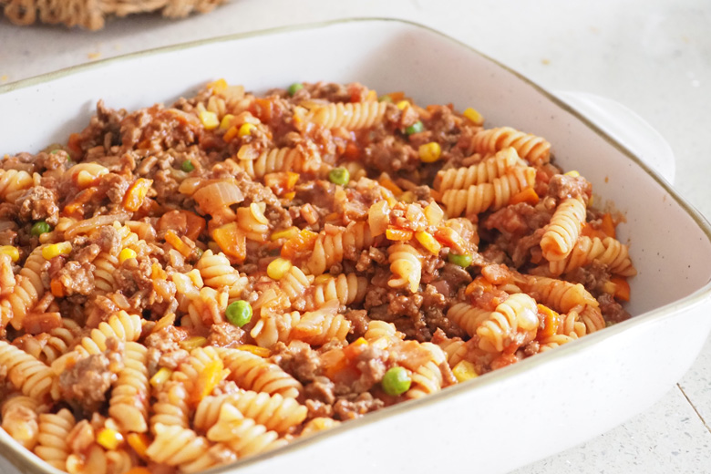 beef and bacon pasta bake